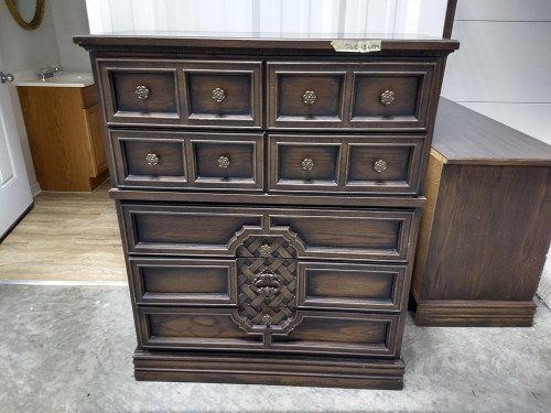 Bedroom Dresser Set with Mirror Johnson Carper Dressers Hard Solid Wood Furniture at Value Auction Barn Columbia Auctions House Antiques