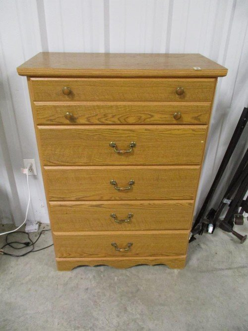 5 Drawer Bedroom Clothes Dresser in Great Condition at Value Auction Barn in Columbia Missouri Furniture Consignment Estate Sales