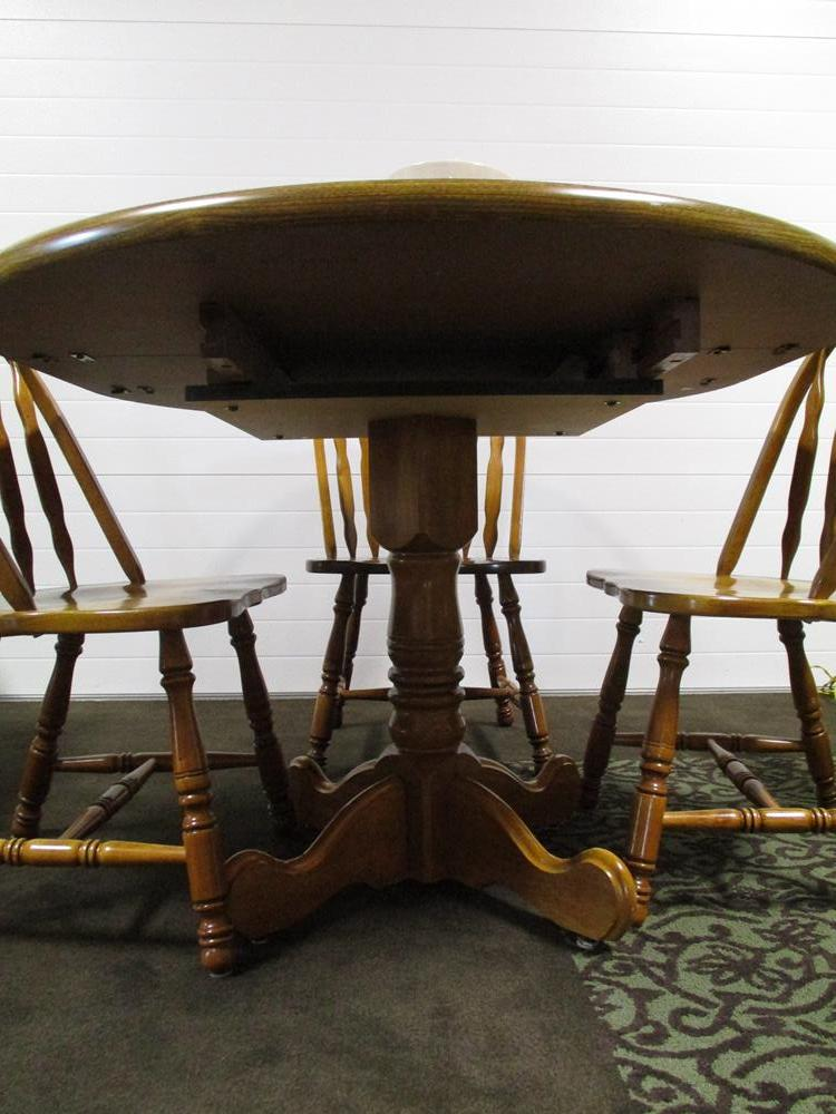 SOLD! Oval Kitchen Table with 4 Chairs – Value Auction Barn