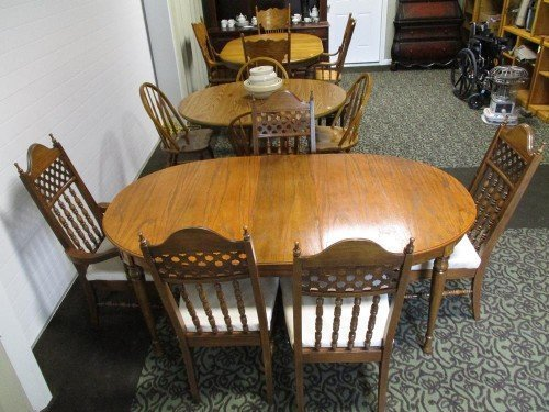 Antique Solid Wood Kitchen Table with Expandable Leaf and 5 Padded Chairs Set at Value Auction Barn in Central Missouri Furniture Estate Auctions Consignment Shop